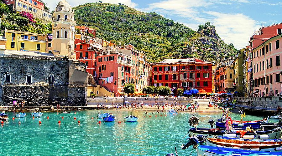 Beach and port of Vernazza, Cinque Terre, Liguria, Italy
