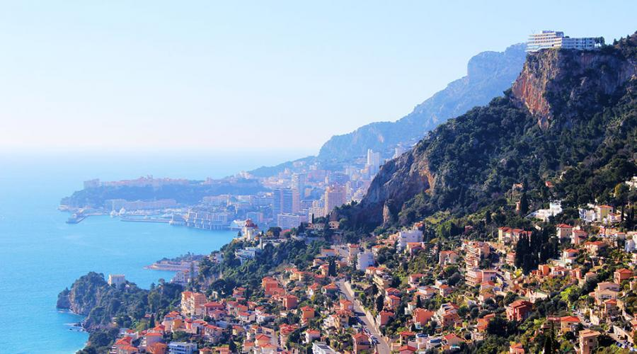 Roquebrune cap martin travel guide french riviera for Azureva roquebrune cap martin piscine